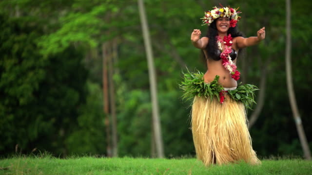 polynesian girl dancer in grass skirt entertaining outdoors - headdress stock videos & royalty-free footage
