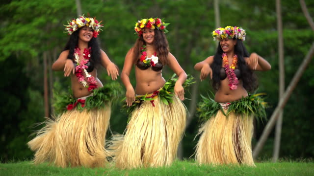 polynesian girls in grass skirts and flower headdress - polynesian ethnicity stock videos & royalty-free footage