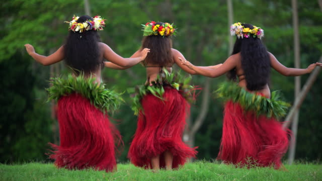 polynesian girls in grass skirts and flower headdress - headdress stock videos & royalty-free footage