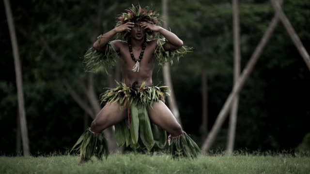 polynesian male warrior dancer entertaining in traditional costume - polynesian ethnicity stock videos & royalty-free footage