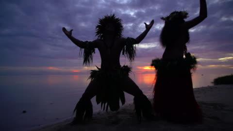 polynesian man at sunset entertaining in warrior dress - pacific islander stock videos & royalty-free footage