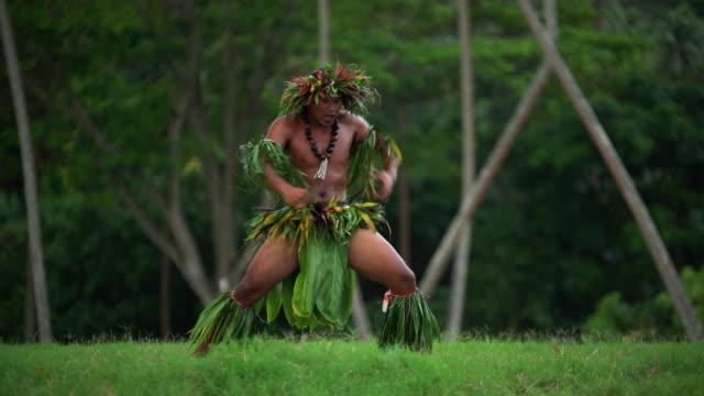 polynesian man in traditional costume dancing barefoot outdoors - französisch polynesien stock-videos und b-roll-filmmaterial