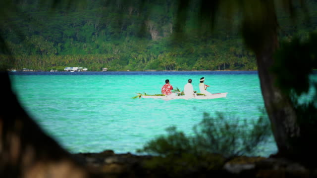 polynesian married couple leaving for honeymoon french polynesia - polynesian ethnicity stock videos & royalty-free footage