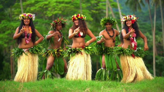 polynesian men and girls hula dancing french polynesia - headdress stock videos & royalty-free footage