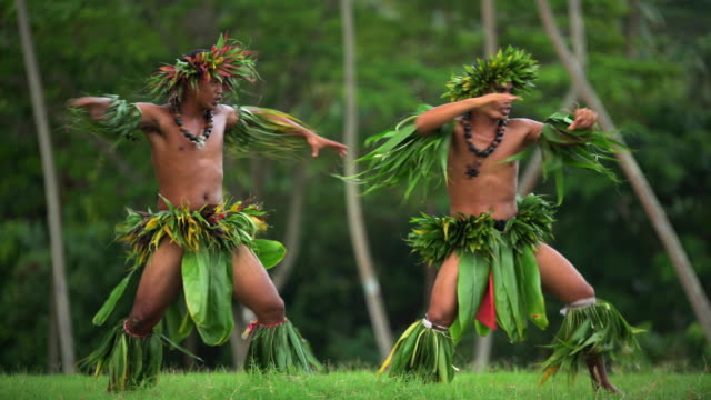 polynesian men in traditional dress dancing barefoot outdoors - headdress stock videos & royalty-free footage