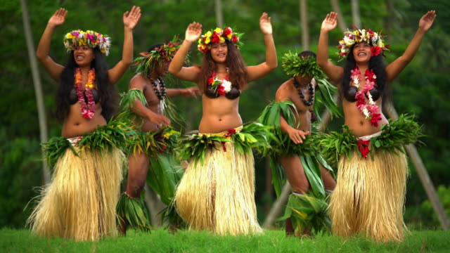 polynesian men in warrior dress with hula girls - headdress stock videos & royalty-free footage