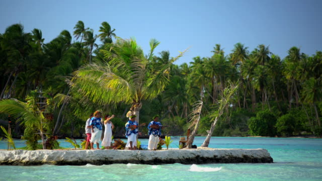 polynesian wedding ceremony on remote island south pacific - pazifikinsulaner stock-videos und b-roll-filmmaterial