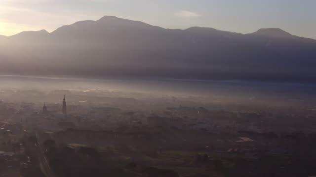 vídeos y material grabado en eventos de stock de centro de la ciudad de pompeya en la mañana - ruina antigua