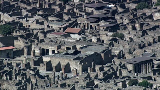 pompei nel pomeriggio luce vista aerea-campania, napoli, pompei, italia - archeologia video stock e b–roll
