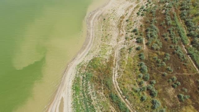 Antenne: Teich mit Sandstrand in Landschaft