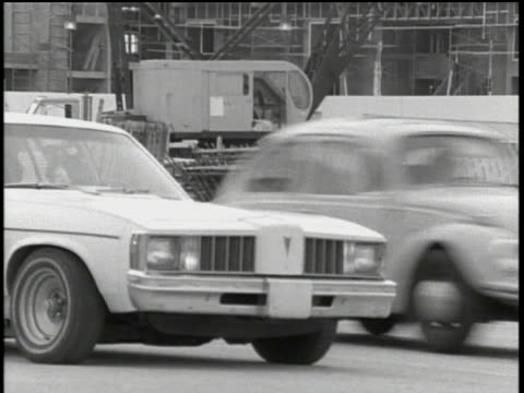 ponitac car with hazard lights on in st petersburg, florida - ポンティアック点の映像素材/bロール