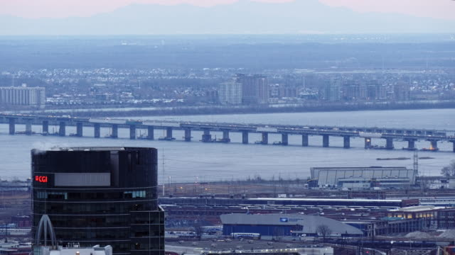 pont champlain bridge in montreal - seen from above at dusk - vieux montréal stock-videos und b-roll-filmmaterial