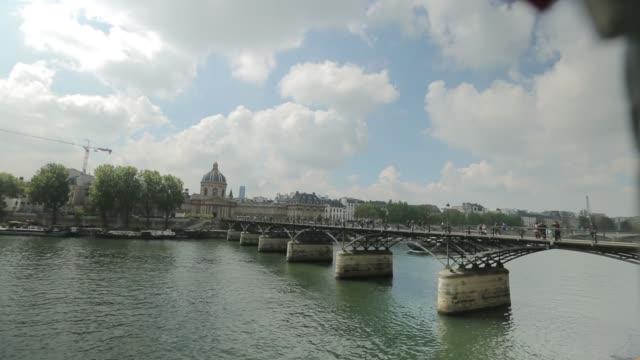 vidéos et rushes de pont de pont des arts romance - chain bridge suspension bridge