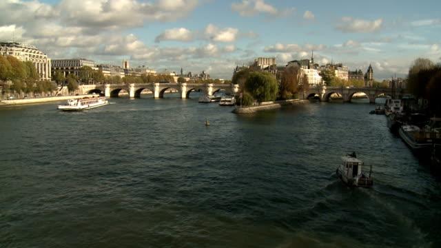 ws の pont neuf とîle de la cit é,paris - ポンヌフ点の映像素材/bロール