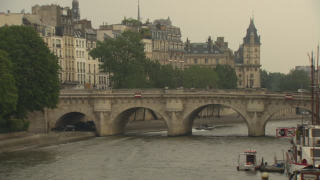 pont neuf in paris - ポンヌフ点の映像素材/bロール