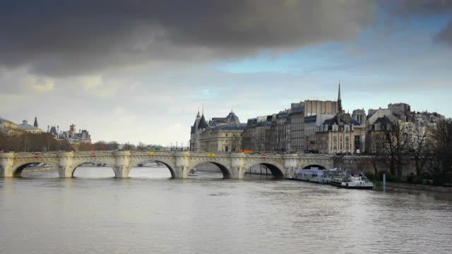 pont neuf パリ - ポンヌフ点の映像素材/bロール
