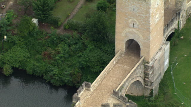 zo, aerial, pont valentre, cahors, midi-pyrenees, france - circa 14th century stock videos & royalty-free footage