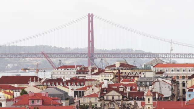 ponte 25 de abril bridge - 4月25日橋点の映像素材/bロール