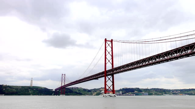 ponte 25 de abril: suspension bridge in lisbon - suspension bridge stock videos & royalty-free footage
