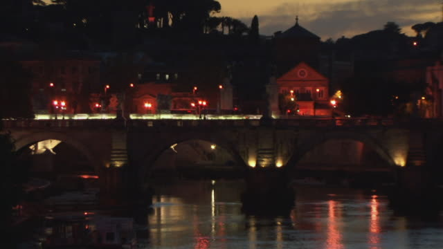 ms, zo, ws, ponte sant angelo over tiber river and st. peter's basilica at dusk, rome, italy - サンタンジェロ橋点の映像素材/bロール