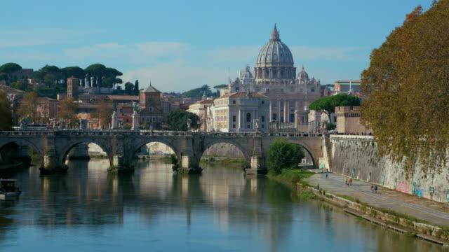 ponte sant' angelo & st. peters basilica, rome, italy - テベレ川点の映像素材/bロール