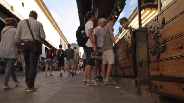 ponte vecchio, florence, tuscany, italy, europe - ponte stock videos & royalty-free footage