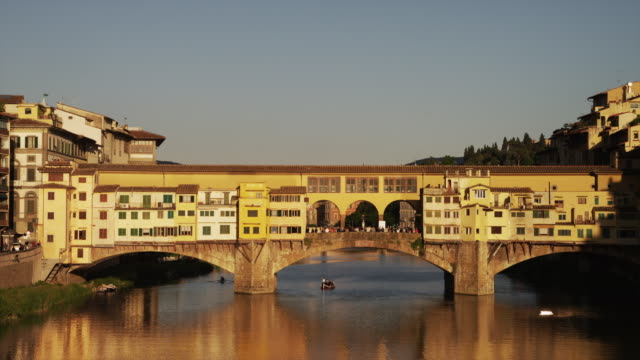 ws pan ponte vecchio / florence,tuscany,italy - ponte stock videos & royalty-free footage