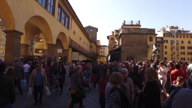 stockvideo's en b-roll-footage met ponte vecchio in florence - toscane