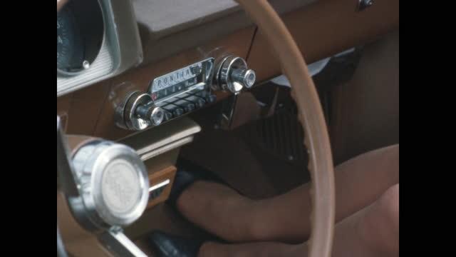 pontiac dashboard passenger side woman's feet wiggling - ポンティアック点の映像素材/bロール