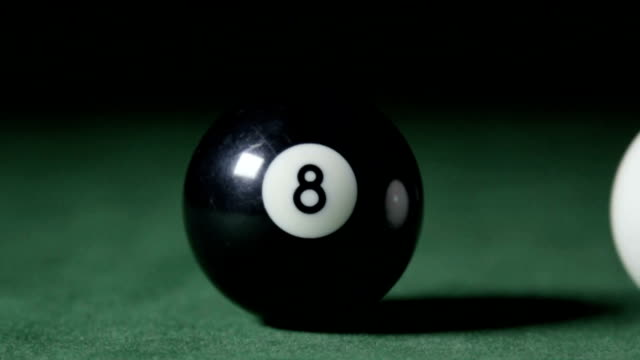 vídeos de stock e filmes b-roll de pool ball collision, slow motion - mesa de bilhar