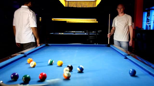 vídeos y material grabado en eventos de stock de bar de la piscina - salón de billares