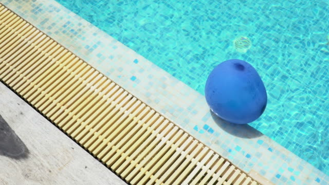 pool-party: slowmotion erschossen - schwimmflügel stock-videos und b-roll-filmmaterial