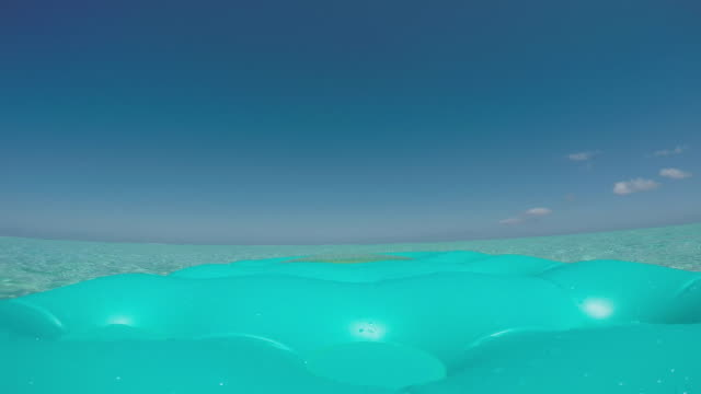 stockvideo's en b-roll-footage met pool raft floating on the sea - huahine
