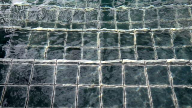 vídeos y material grabado en eventos de stock de escalera de la piscina - mosaico