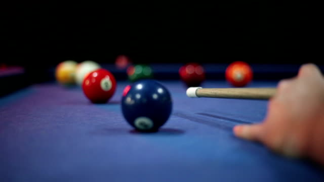 vídeos de stock e filmes b-roll de pool table - mesa de bilhar