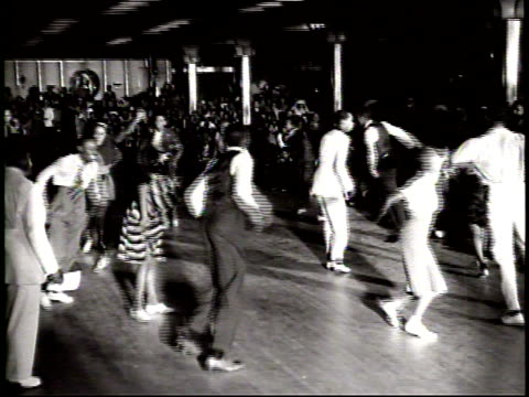 vidéos et rushes de poor audio / a couple dances in the competition / a group of competitors dance in a circle moving in and out of the center of the stage / - rock