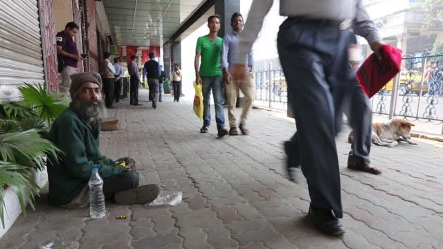 vídeos y material grabado en eventos de stock de a poor beggar on the streets of calcutta, bengal,  - calcuta