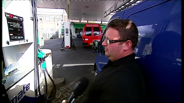 poor growth and consumer spending figures fall in supermaket sales ext hand holding nozzle of petrol pump man using petrol pump to fill van with... - tesco点の映像素材/bロール