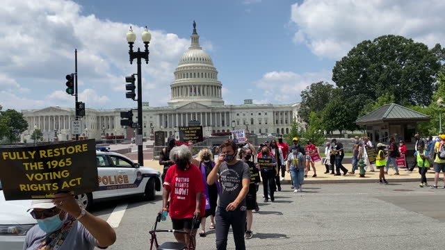 poor people's campaign protesters march past the east side of the us capitol building. on august 2 the poor people's campaign rallied and marched in... - non us film location bildbanksvideor och videomaterial från bakom kulisserna