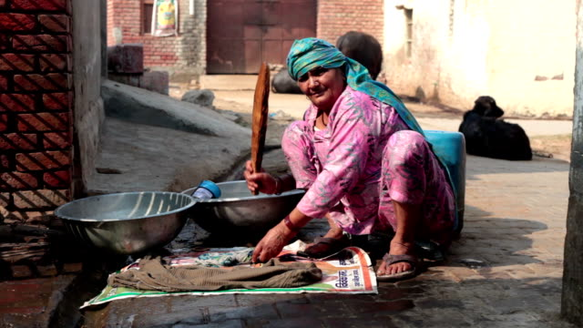 poor women washing clothes - indian subcontinent ethnicity stock videos & royalty-free footage