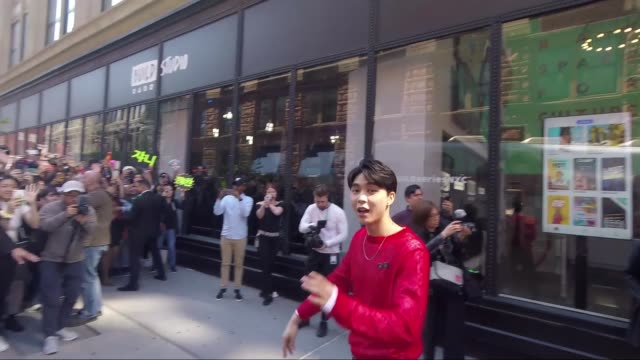 vidéos et rushes de pop band nct 127 at celebrities visit build at build studio on april 23, 2019 in new york city. - k pop