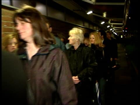 'pop idol' final michelle mcmanus wins england london vox pops sot people queuing outside studio neil fox interviewed sot takes more effort to go... - 2003 bildbanksvideor och videomaterial från bakom kulisserna