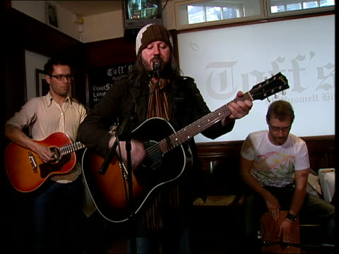 'Badly Drawn Boy' perform in fish and chip shop ENGLAND London Muswell Hill Toffs Chip Shop INT Damon Gough performing with other members of the band...