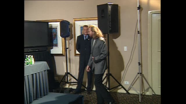 pop music group bee gees entering press conference and posing for photographs prior to concert at western springs stadium in auckland. - the bee gees bildbanksvideor och videomaterial från bakom kulisserna