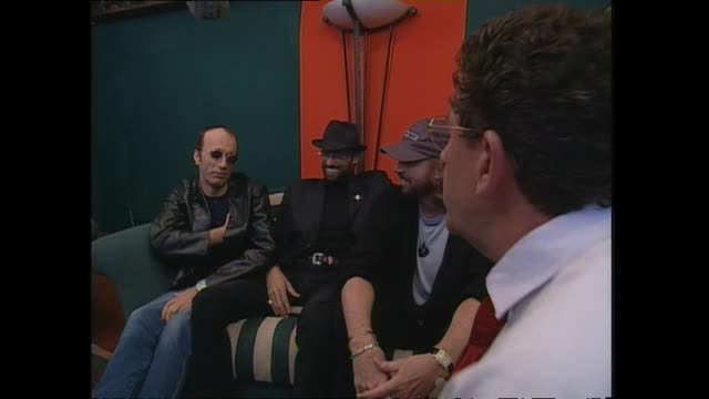 pop music group bee gees speaking with host paul holmes backstage at western springs stadium in auckland before their concert the following night... - the bee gees bildbanksvideor och videomaterial från bakom kulisserna