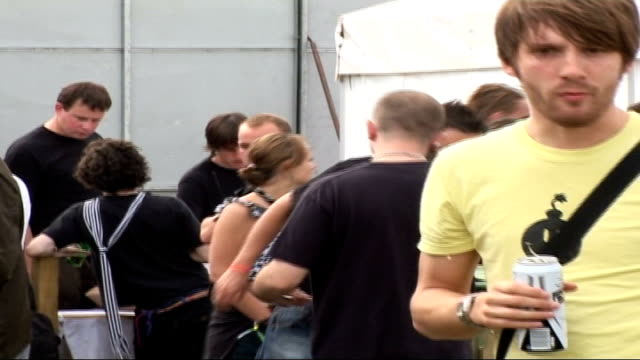 vídeos y material grabado en eventos de stock de reading festival: band interviews; vars unidentified people milling about and chatting in vip area - reading and leeds festivals