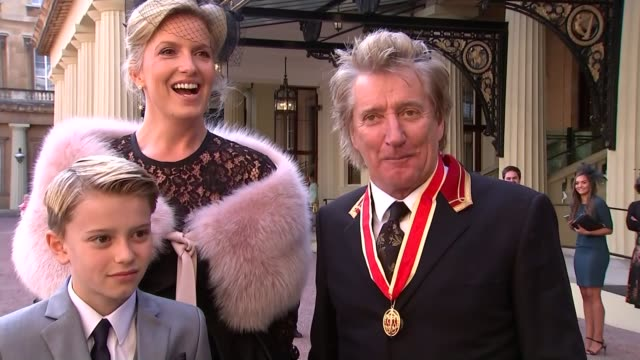 rod stewart knighted; ext sir rod stewart interview sot - i suppose it is/ - jokes he could have been scotland football manager/ i think i chose the... - rod stewart stock-videos und b-roll-filmmaterial