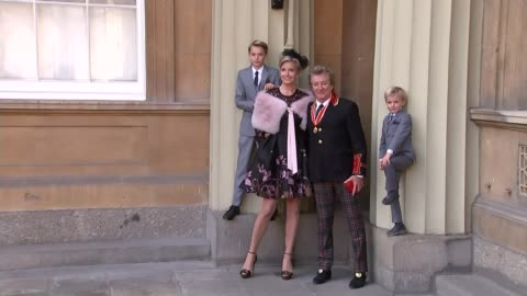 rod stewart knighted; rod stewart photocall outside buckingham palace with his wife penny lancaster and two young sons/ rod stewart interview sot -... - rod stewart stock-videos und b-roll-filmmaterial