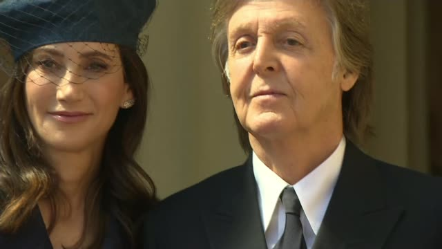 sir paul mccartney made companion of honour england london buckingham palace ext sir paul mccartney photocall holding order of the companions of... - paul mccartney stock videos and b-roll footage