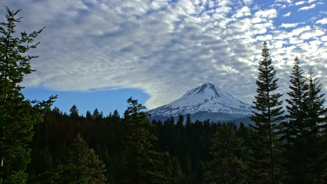 popcorn cirrocumulus clouds light streaming on snowy mountain mt. hood - mt hood stock videos & royalty-free footage